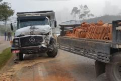 O acidente ocorreu na rua Maximiliano Furbringer, no bairro Souza Cruz.