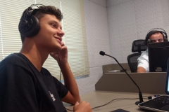 Alunos do Colégio Unifebe conhecem os estúdios da Rádio Diplomata