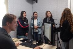 Alunos do Colégio Unifebe conhecem os estúdios da Rádio Diplomata Alunos do Colégio Unifebe conhecem os estúdios da Rádio Diplomata