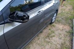 Lateral de um veículo envolvido no acidente. (Foto: Divulgação Corpo de Bombeiros)