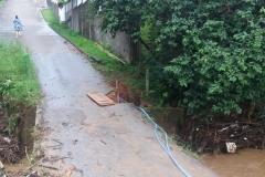 Moradores da rua Francisco Sumick esperam por reparos em ponte afetada pela chuva