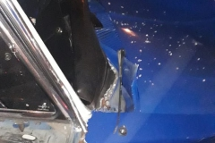 Veículo Opala bateu contra um muro residencial na rua Maximiliano Furbringer, na noite de quinta-feira, 6
