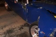 Veículo Opala bateu contra um muro residencial na rua Maximiliano Furbringer, na noite de quinta-feira, 6 (Foto: Polícia Militar)