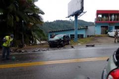 Acidente entre dois carros na rodovia Antônio Heil, na manhã de hoje, 6