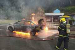 Corpo de Bombeiros e PM são acionados para incêndio em veículo (Foto: CBM)