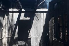Incêndio em casa de madeira movimenta Corpo de Bombeiros (Foto: Divulgação/BM)