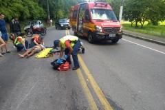 Um homem foi encaminhado ao hospital após acidente na Av. Primeiro de Maio. (Foto: Divulgação Corpo de Bombeiros)