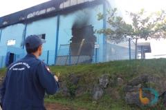 Incêndio de grandes proporções atinge fábrica de estofados