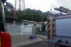 Dois caminhões do Corpo de Bombeiros foram encaminhados para combater incêndio