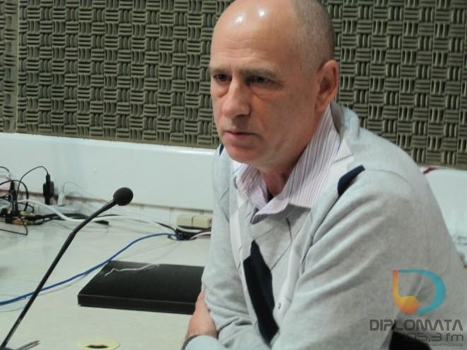 Sebastião Poia no estúdio da Diplomata FM