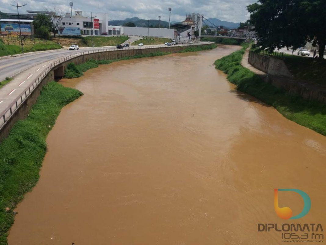 Enxurrada em Vidal Ramos deixa água barrenta e eleva nível do Itajaí-Mirim nesta segunda-feira, 14