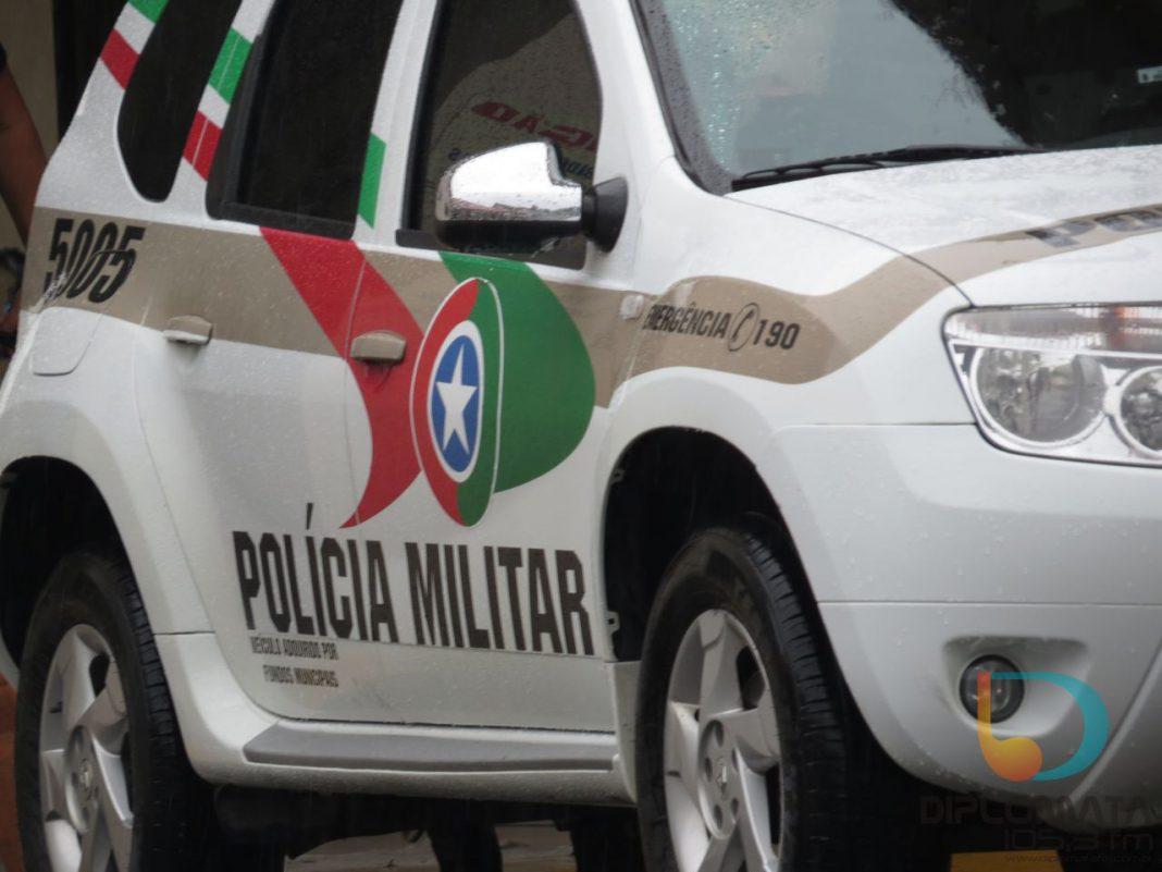 Carro da Polícia Militar de dia