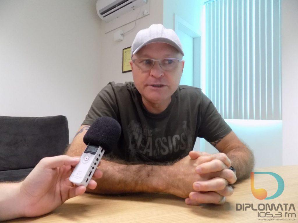 Professor Deschamps fala sobre Enem e uso da linguagem nas redes sociais