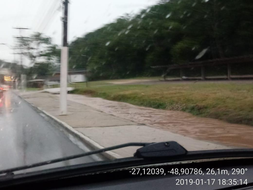 Defesa Civil de Brusque atende nove ocorrências durante chuva nesta quinta (17)