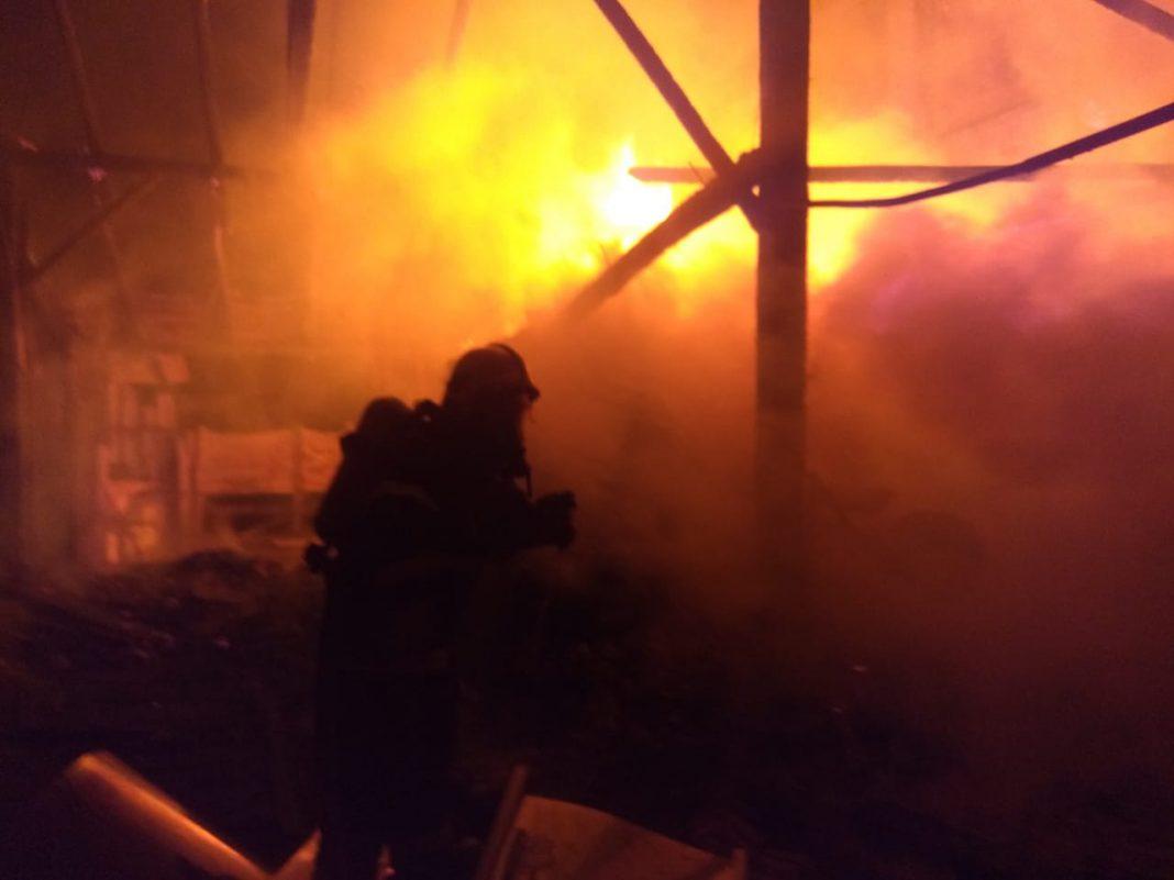 Raio provoca incêndio em rancho com animais no bairro Dom Joaquim