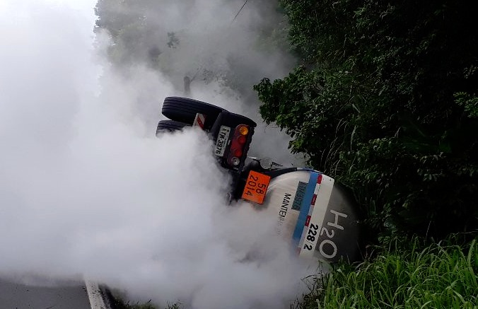Acidente com carga de hidrogênio no Morro dos Cavalos na BR-101