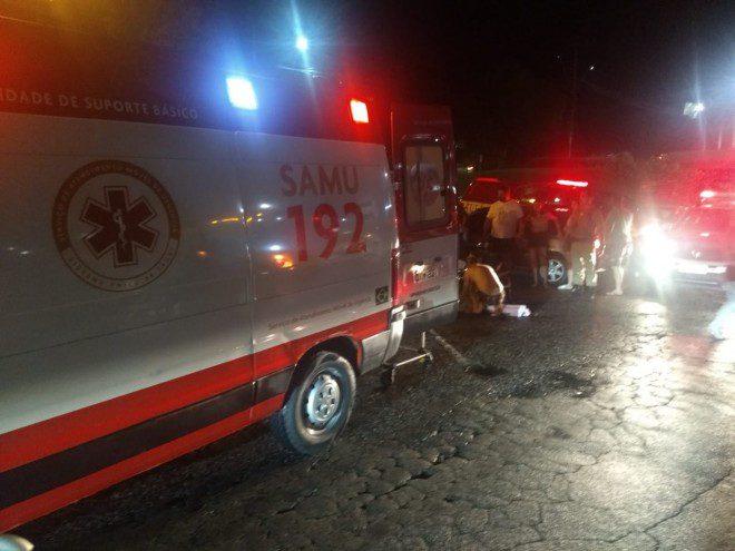 Forte colisão entre carros deixou feridos no acesso a ponte do Maluche