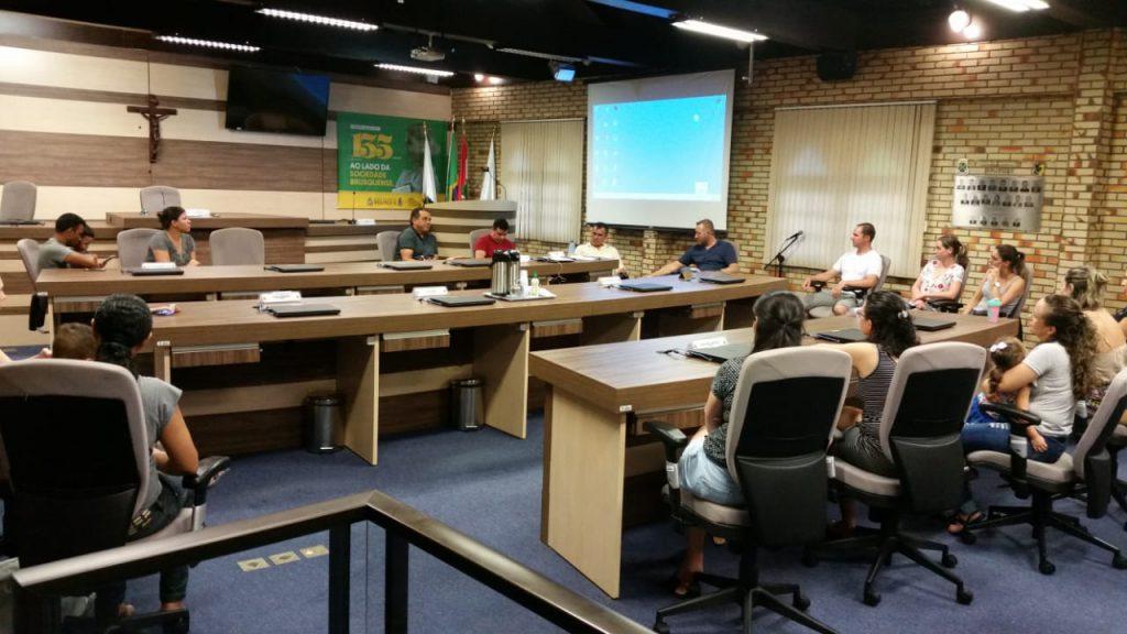 Grupo se mobiliza com vereadores para tentar flexibilizar horário das creches