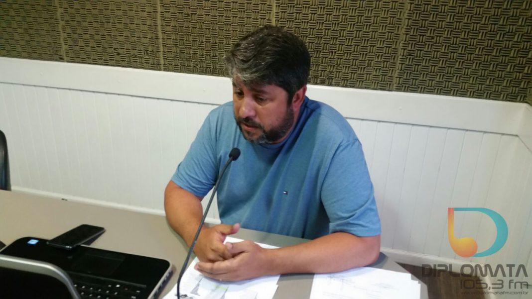 Deivis da Silva no estúdio da Diplomata FM