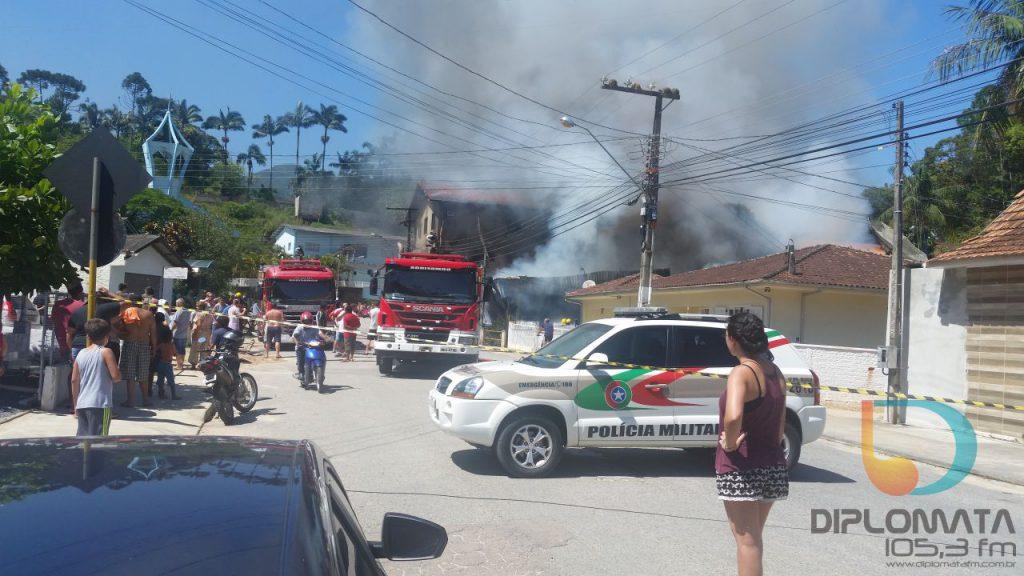 Incêndio em mercado bairro Santa Luzia