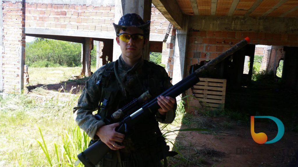 Matheus Moreira com airsoft