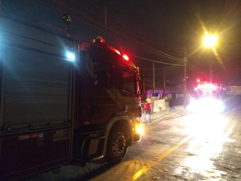 Incêndio destrói residência na rua São Leopoldo (Foto: Corpo de Bombeiros)
