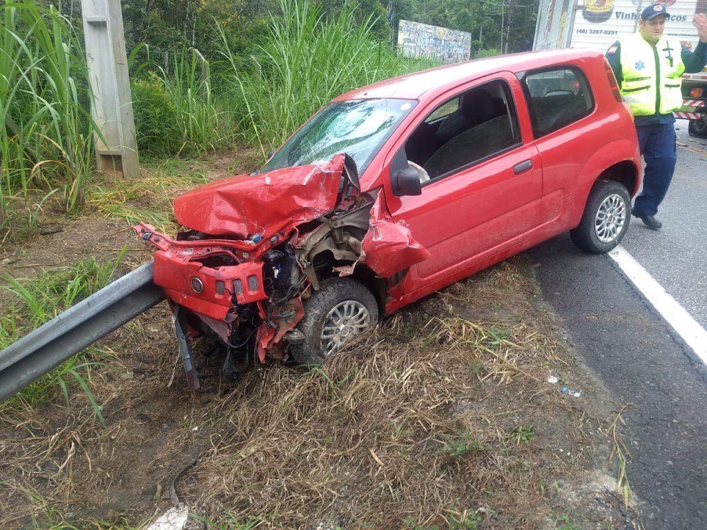 Fiat/Uno envolvido na colisão