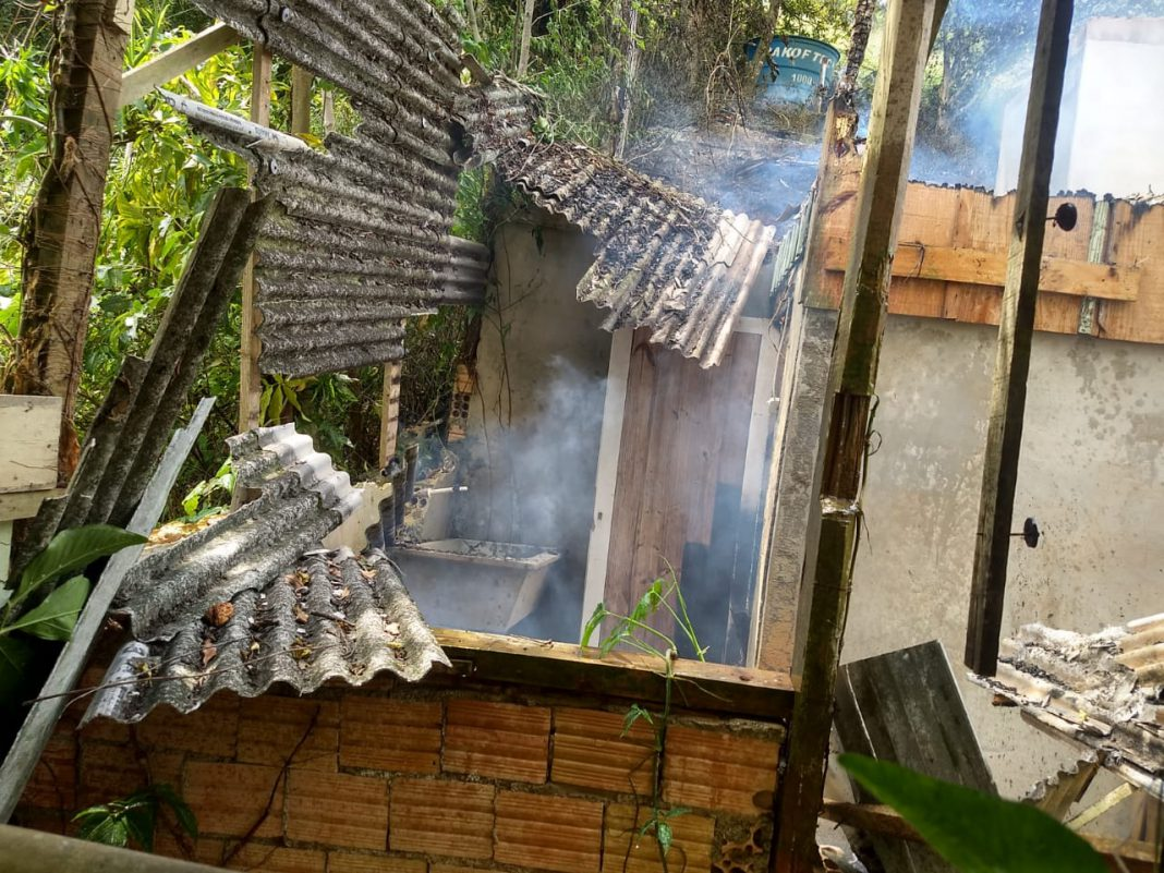 Incêndio casa no Limoeiro