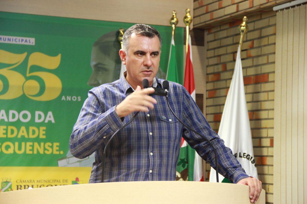 líder do governo, Alessandro Simas.