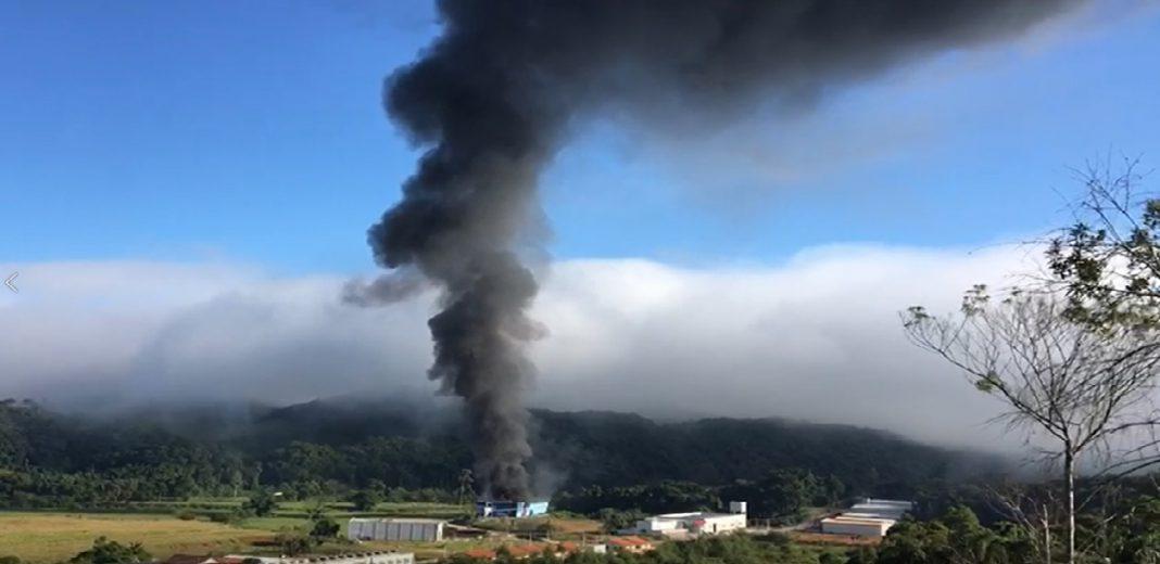 Incêndio de grandes proporções atinge fábrica de estofados no bairro Dom Joaquim