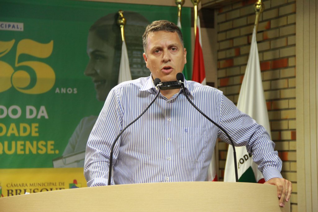 Jean Pirola  na tribuna
