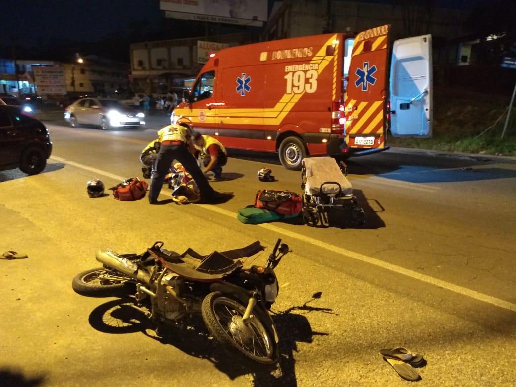Acidente na rodovia envolve duas motos e um veículo
