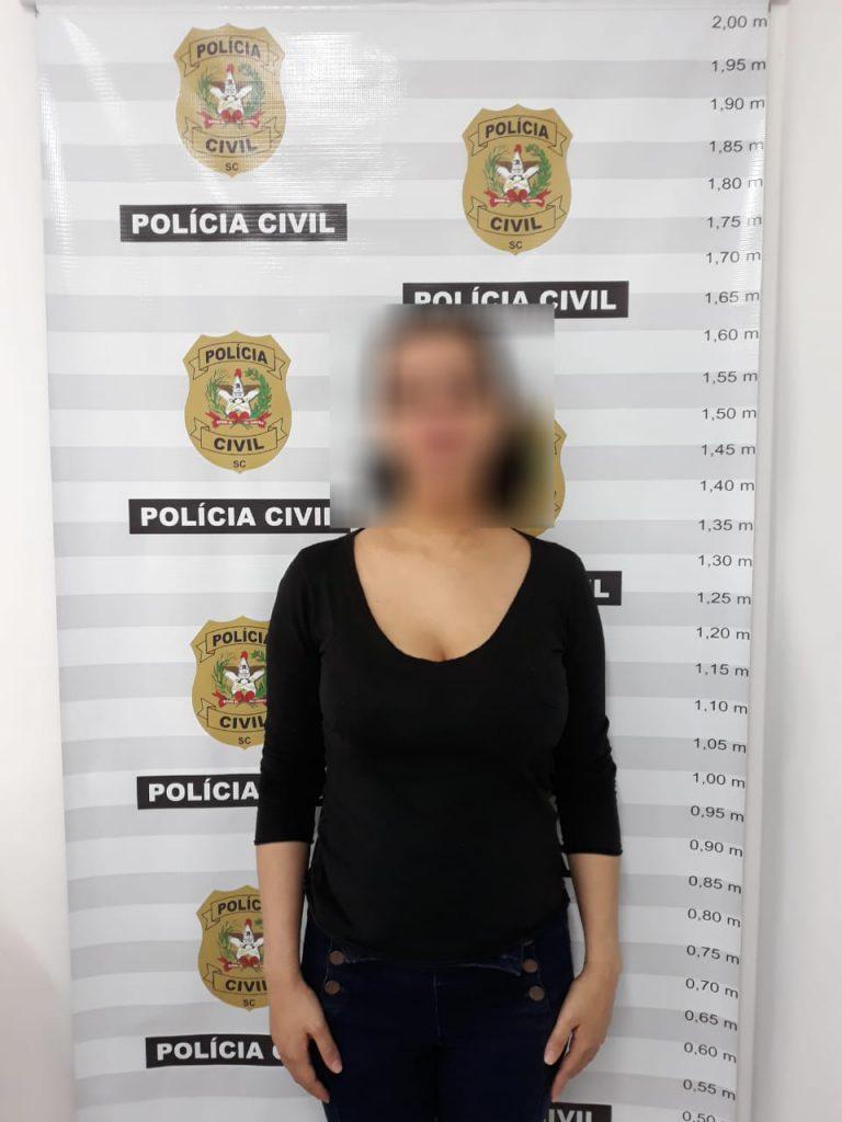 Mulher é presa por crime de homicídio ocorrido em 2009, em Blumenau