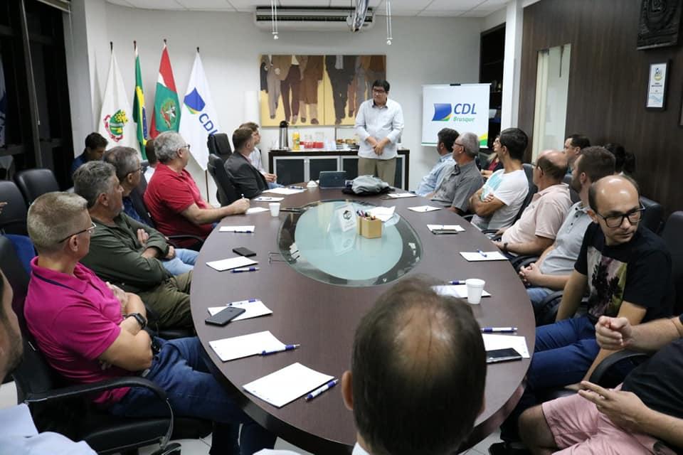 empresário Volnei Ferreira, proprietário de um laboratório de análises clínicas, na rua Adriano Schaeffer, foi porta-voz dos comerciantes
