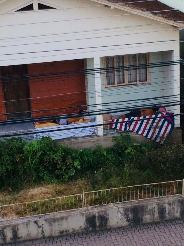 Comerciantes da rua Adriano Schaeffer registram novamente problemas com andarilhos