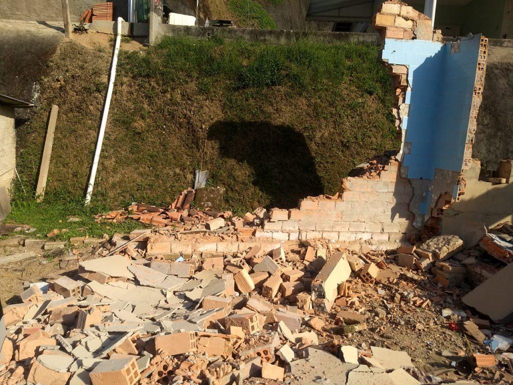 Queda de parede de concreto