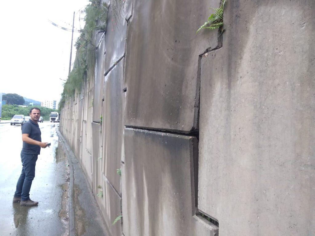DGI interdita trecho do canal estravasor e avalia taludes de concreto