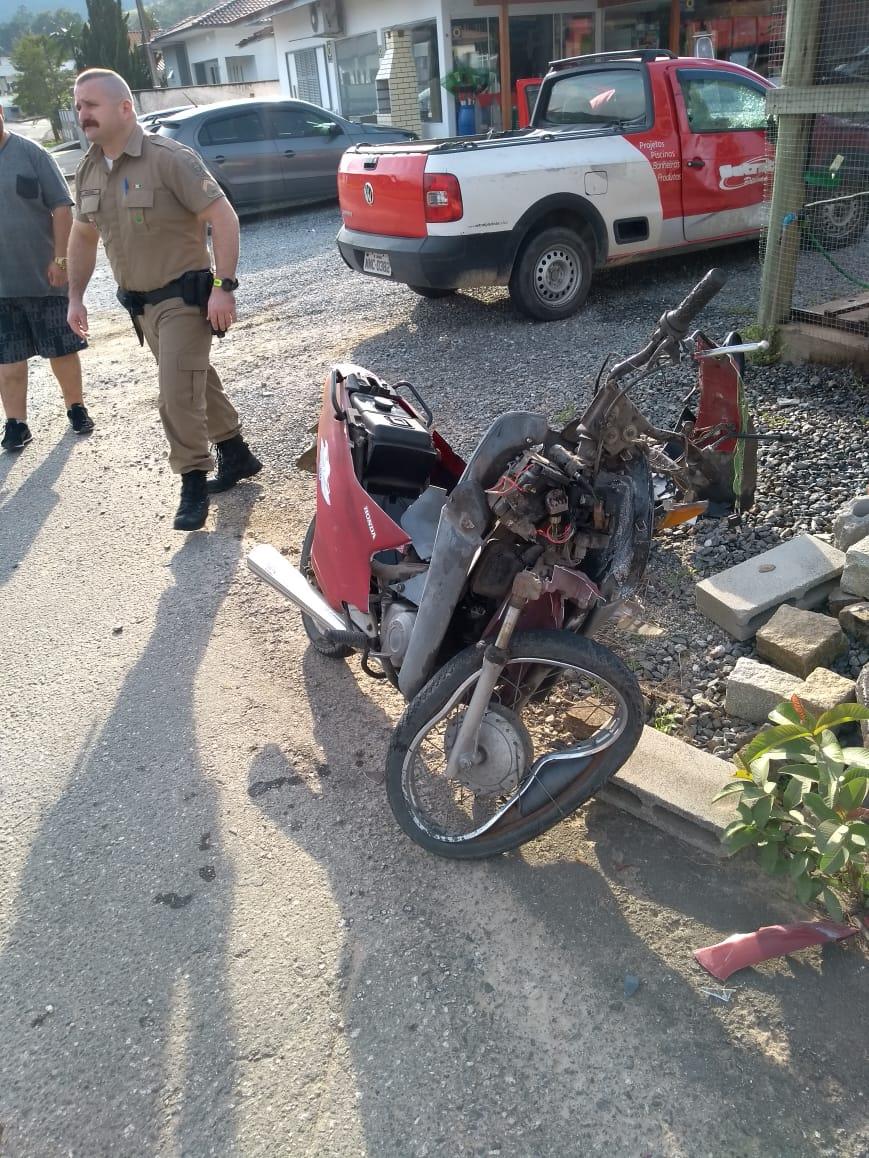 Colisão fere motociclista na Dom Joaquim