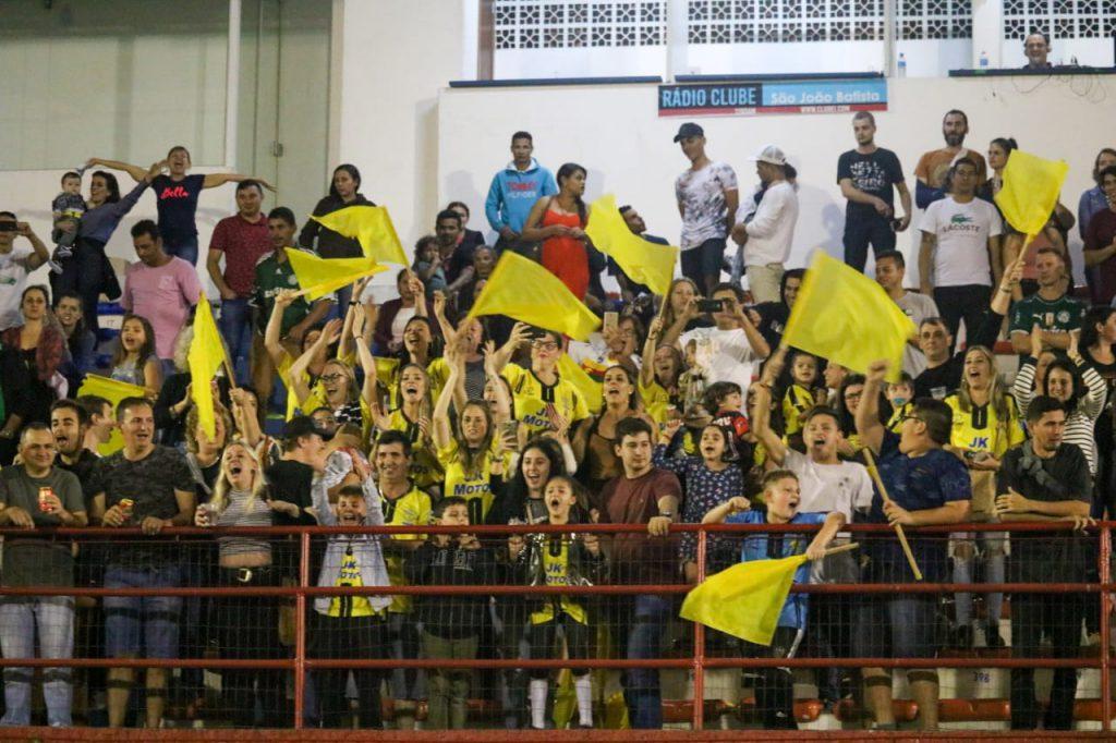 Finais do municipal de futebol amador no estádio Augusto Bauer (Fotos: Secom)
