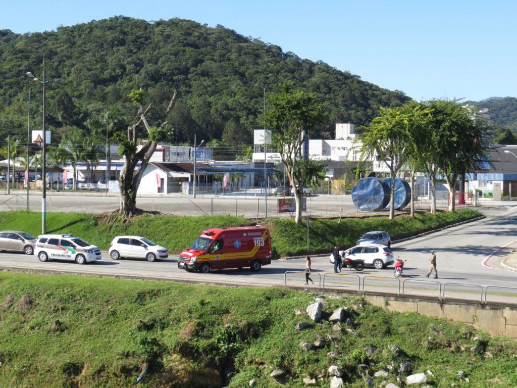 Bombeiros atenderam colisão entre motos na Avenida Bepe Rosa (Fotos: Juliane Ferreira)