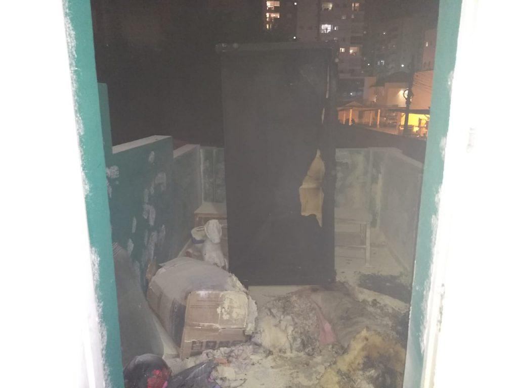 Incêndio em colchão de um grande susto a uma família na noite de sábado no Centro de Brusque (Foto: Corpo de Bombeiros)