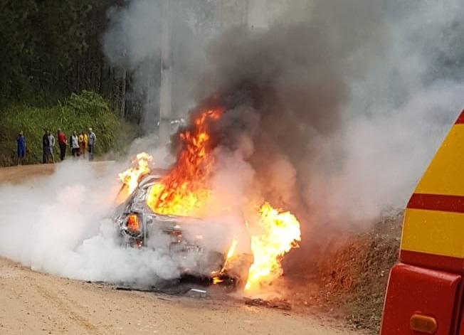 Incêndio em carro
