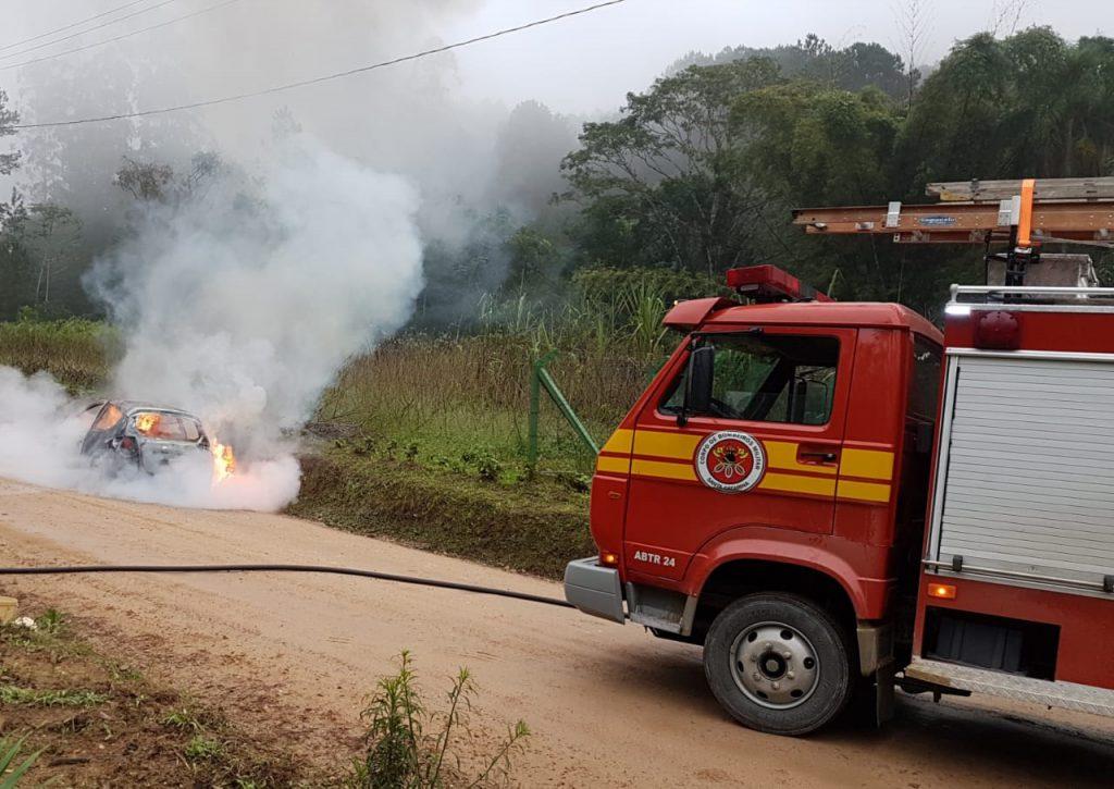 Incendio em carro