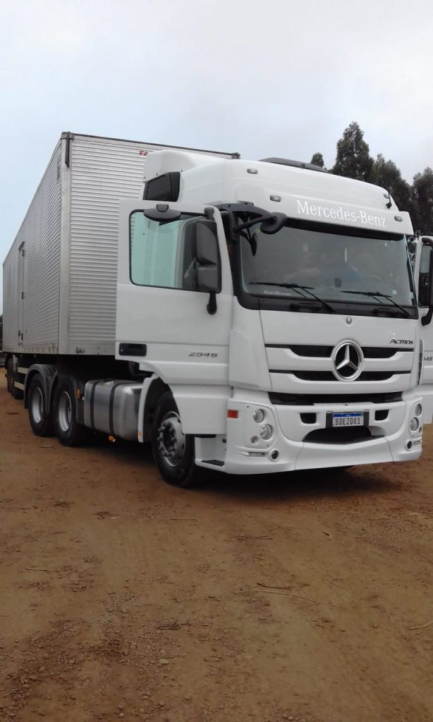 Carreta que transportava 28 toneladas de tecidos tingidos em Brusque foi roubada no município de Tijucas do Sul, na região serrana entre os estados de Santa Catarina e Paraná.