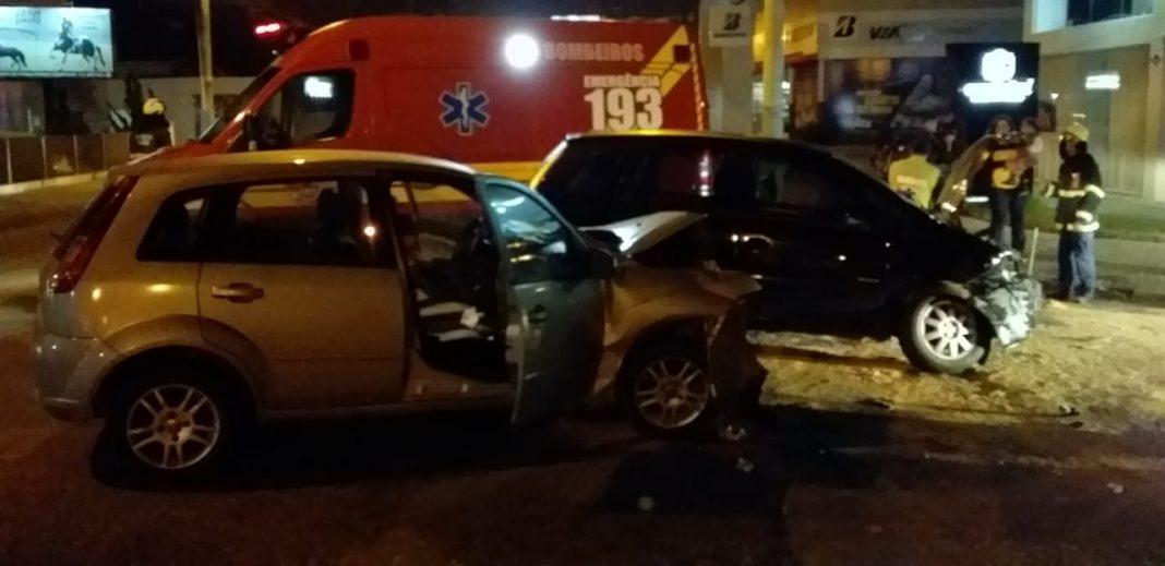 Veículos colidem no bairro Souza Cruz