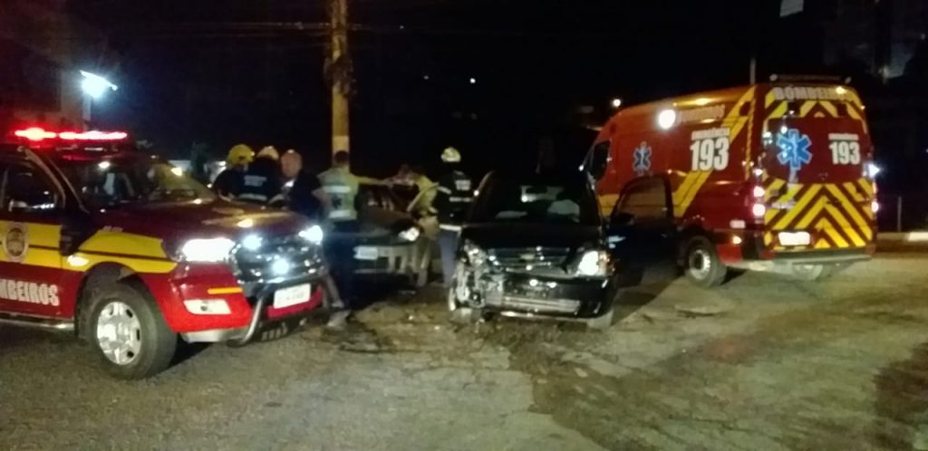 Veículos colidem no bairro Souza Cruz, próximo do colégio Dom João Becker