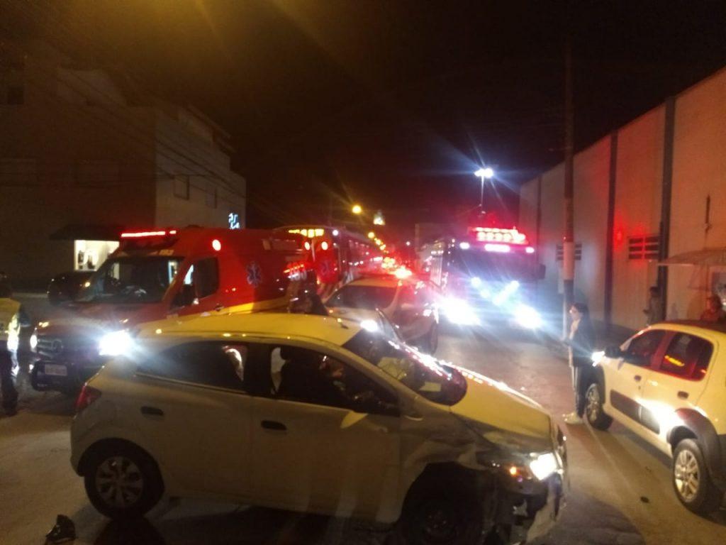 Colisão resultou em capotamento, por volta das 18h12 desta terça-feira no bairro Santa Terezinha (Foto: Corpo de Bombeiros)