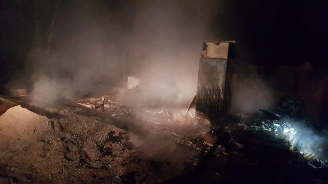 Bombeiros combatem incêndio em residência no bairro São Pedro