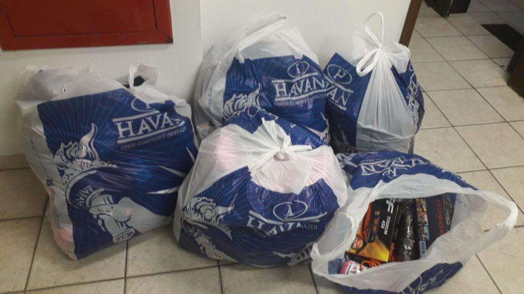Polícia Militar apreende mais de R$ 9 mil em mercadorias após furto em loja de departamentos (Foto: PM/Divulgação)