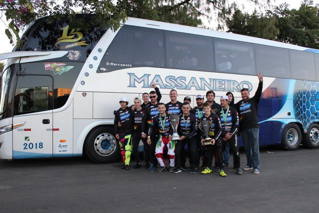 Delegação da equipe BBF que esteve no Campeonato Brasileiro de BMX em Paulínia-SP (Foto: Divulgação/BBF)